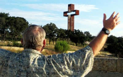 the-empty-cross-at-kerrville-view-from-garden-main-entrance